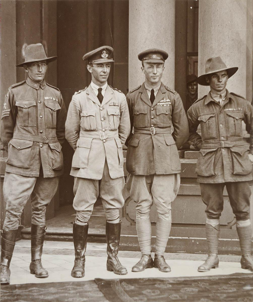 Sgt. Bennett, mechanic ; Keith Smith ; Ross Smith ; Sgt. Shiers, mechanic (left to right), on Sydney Town Hall steps after first UK-Australia flight, 14 Feb 1920
