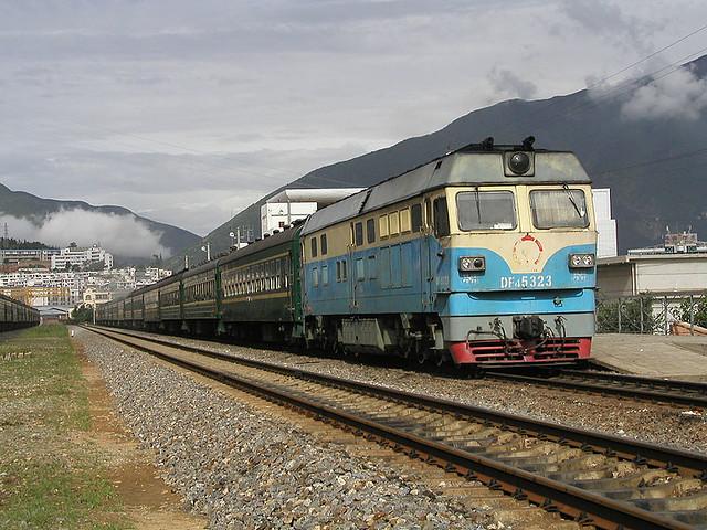 KunDa DF4C 5323 at Dali 07/2006