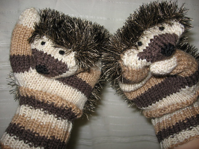 Knitting Pattern Hedgehog Mittens : photo