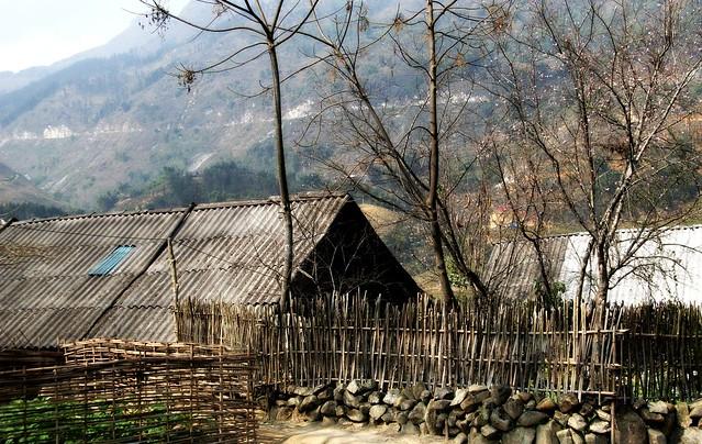 Tả Van Village local house