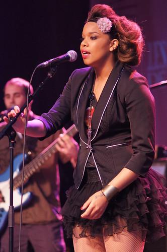 Melissa Nkonda, Francofolies, Sony A55, Minolta 135mm 2.8, Montréal, 13 juin 2011 (94)