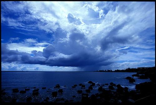 blue cloud storm rain taiwan 台灣 高雄 kodake100vs 西子灣 中山大學 justclouds platinumheartaward lowatmospheric