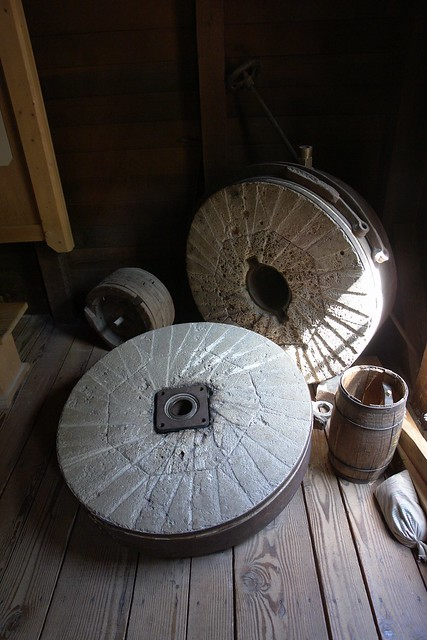 Grist Mill Grinding Stones http://www.flickr.com/photos/the_worm_turns/2739813006/