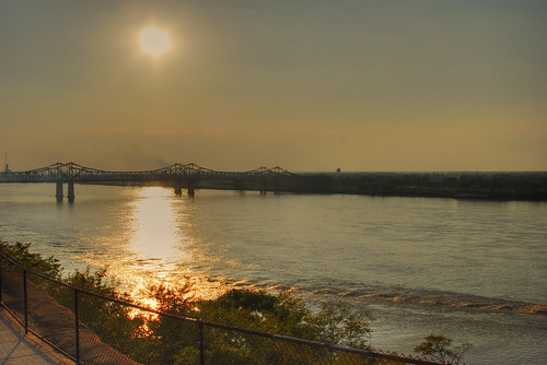 bridge sunset mississippi geotagged explore mississippiriver natchez hdr vicenç artisticexpression photomatix tamron2880 golddragon abigfave nikond80 platinumphoto anawesomeshot colorphotoaward feliú overtheexcellence dragongold sabreur76 geo:lat=31561826 geo:lon=91406658 vicençfeliú