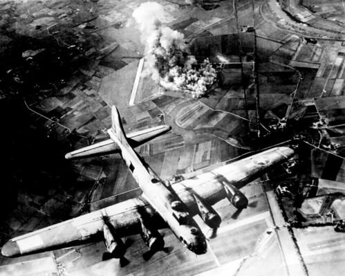 無料写真素材, 戦争, 軍用機, 爆撃機, B フライングフォートレス, アメリカ軍, 第二次世界大戦