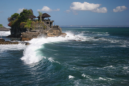Wave under Tanah Lot, Bali