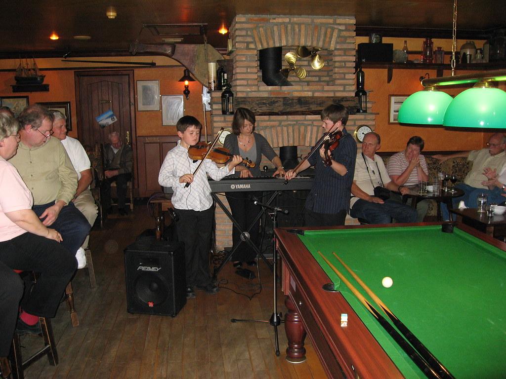 Fiddlers at Cawdor Tavern in Scotland