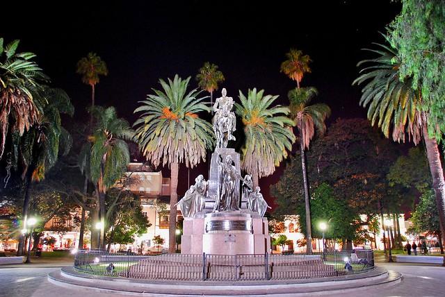 Turismo catedral plaza 9 de julio salta argentina for Comedor 9 de julio salta