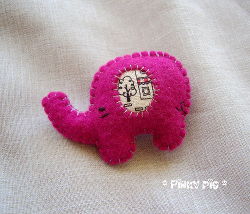 Little Elephant Brooch -  Pairs Street