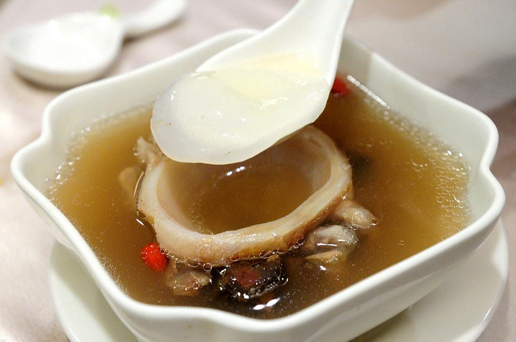 大鵬灣食堂-龍骨四神湯上的膠原蛋白