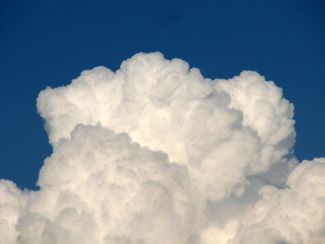 Nuages blancs dans un ciel bleu flickr photo sharing - Stickers muraux nuages blancs ...
