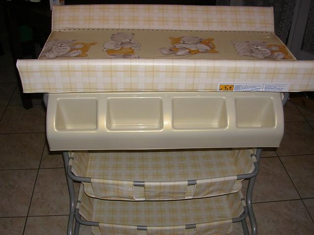 Table langer avec baignoire incorpor e 40 euros - Table a langer avec rangement ...