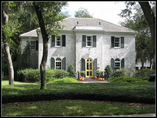 Easy exterior color with or without painted brick for Brick houses without shutters