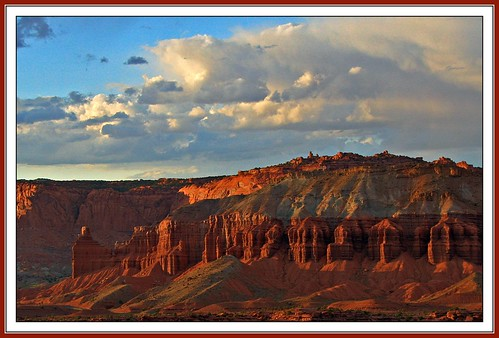 sunset 15fav usa utah nationalpark sandstone capitolreef redrock chimneyrock potofgold 100vistas instantfave mywinners shutterbox natureoutpost ashotadayorso mummycliffs orig:file=2009082516244 dopplr:explore=kul1 nopin