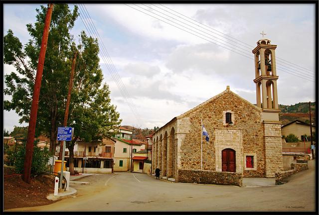 Evrychou village square and church / Πλατεία και Εκκλησία χωριού Ευρύχου