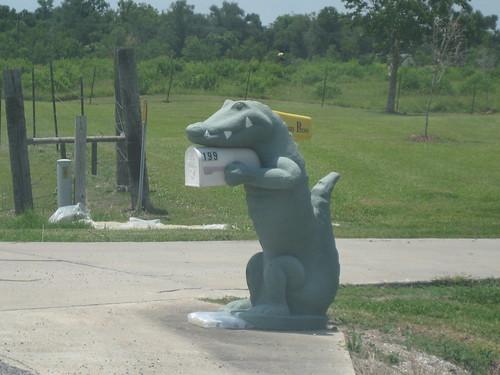 alligator mailbox