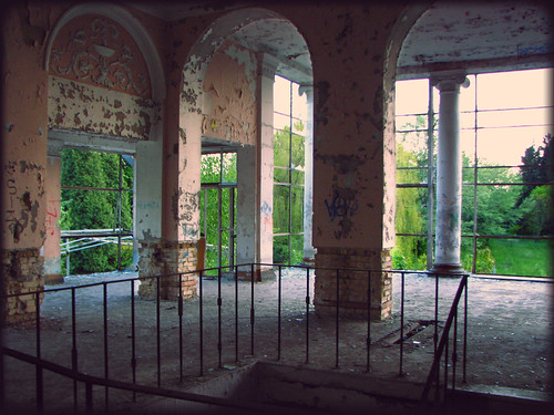 abandoned palace ukraine kiev ruined delapidated ruinedhouses urkaineexpocentre
