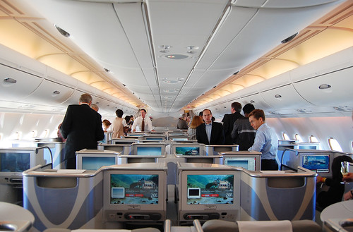 Flight report airborne in an emirates a380 at sfo for Interieur 777