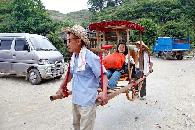 日本女王骑脖子_美女骑脖子坐滑竿 - 7262图片网