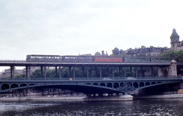 Photo:Paris - Métro and Bir-Hakeim Bridge By roger4336