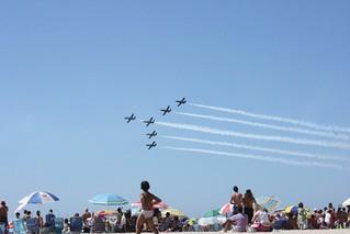 Obrázek Playa de la Victoria u Cádiz. sea sky beach festival plane spain smoke jet andalucia cadiz aereo exibition aeronautics aguila aeronautica ocea patrullaaguila patrulla exibición festivalaéreodecádiz festivalaereodecadiz