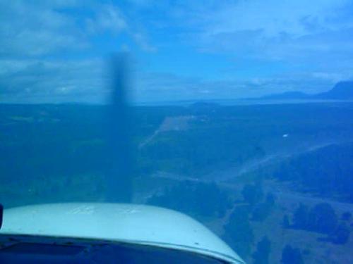Aterrizando en Pucón sobre un Cessna 180