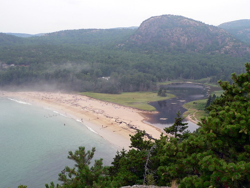Sand Beach, Acadia National Park (Credit: Lee Edwin Coursey on Flickr.com)