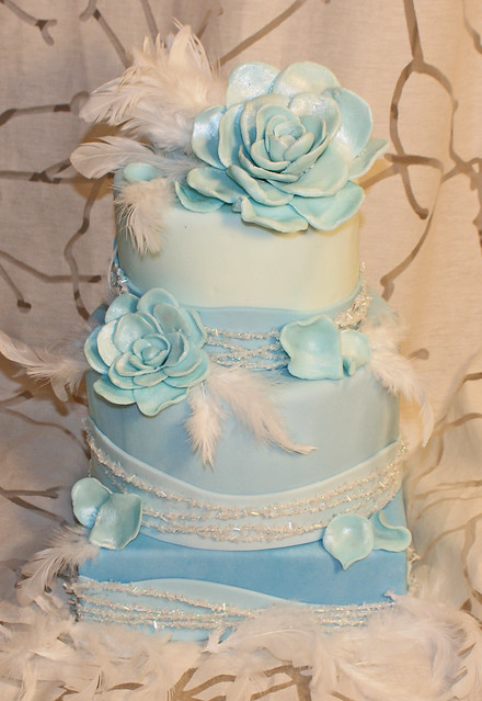 Wedding cake blue rose feather
