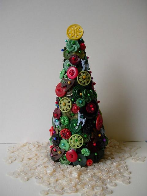 """vintage button christmas tree"""