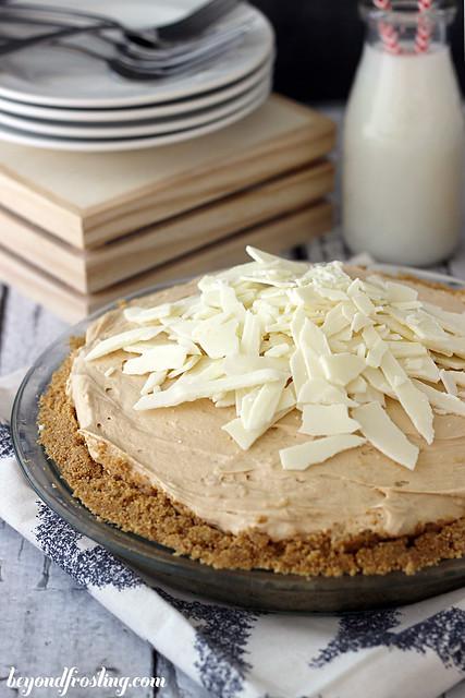Biscoff Marshmallow Pie | beyondfrosting.com | #biscoff #piday