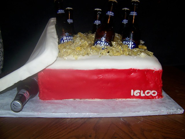 Beer Cooler Cake http://www.flickr.com/photos/24216308@N07/2298369453/