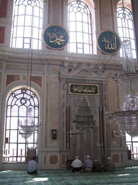 Büyük Mecidiye Camii (Sultan Abdülmecid) Explorando la zona de Ortakoy en Estambul - 2527698516 cfa40ca65a z - Explorando la zona de Ortakoy en Estambul