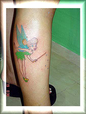 tatuagem sininho na perna