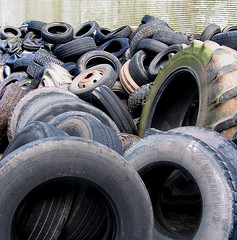 tire(1.0), automotive tire(1.0), natural rubber(1.0), wheel(1.0), tread(1.0), rim(1.0), scrap(1.0), iron(1.0),