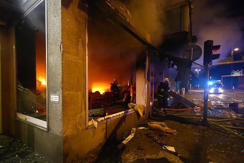fire police burning firefighter bluelights katrineholm