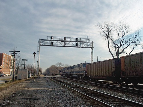 Eastbound BNSF unit coal train passing the Prairie Avenue railroad crossing. Brookfield Illinois. December 2006. by Eddie from Chicago