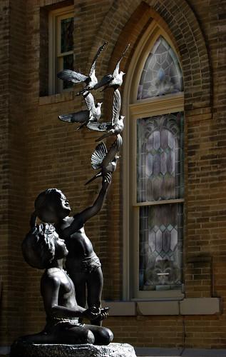 sculpture church children us texas baptist gonzalez doves legendofthesanddollar