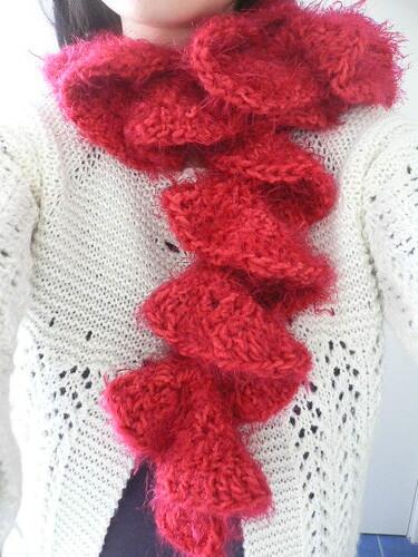 Knit Ruffle Scarf Pattern : Ruffle Knit Scarf Pattern Patterns Gallery