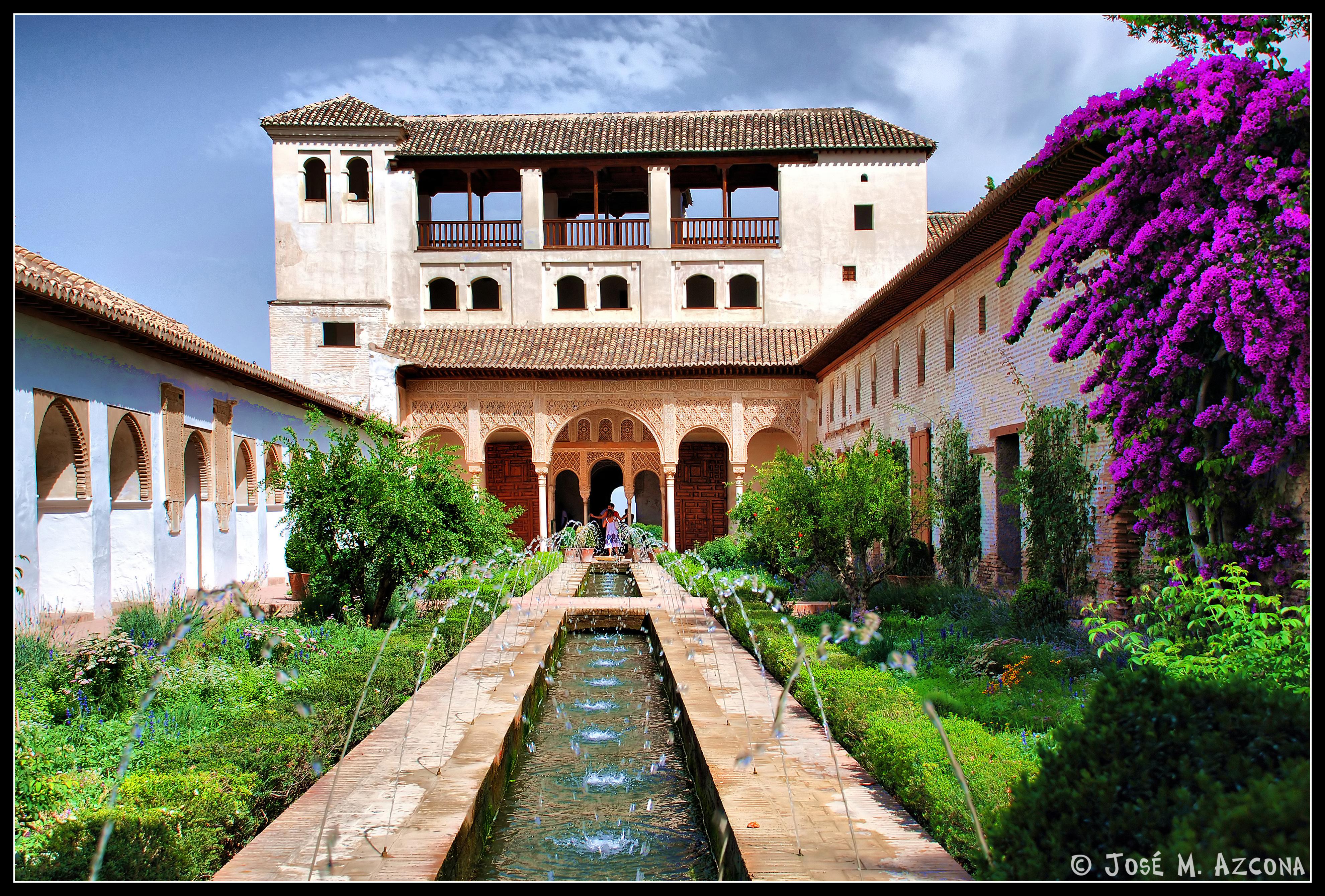Granada generalife patio de la acequia sobre las for Patios de granada
