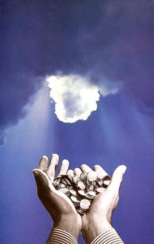 Collage: unas manos recogen un dinero que parece ser entregado por Dios