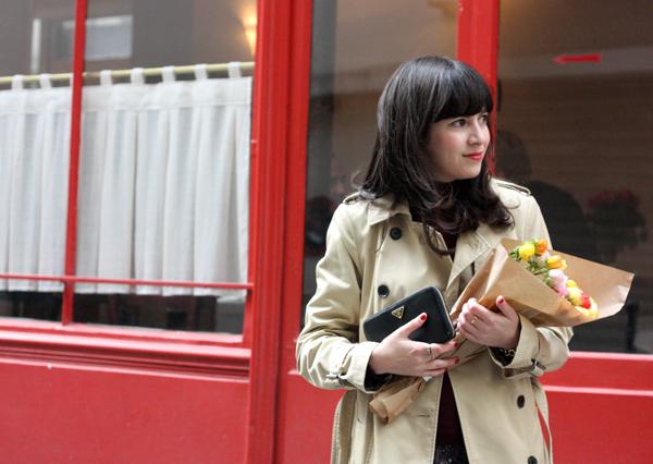 אופנה ,פריז, פרחים, טיול בפריז, מעיל טרנץ