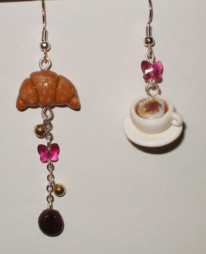 Orecchini asimmetrici cappuccino e brioche #1 - Cappuccino and croissant asymmetric earrings #1