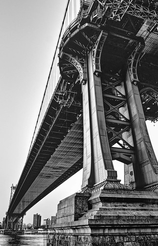 Manhattan Bridge HDR BW / 20051002.10D.35448-35450.HDR-BW.RP2008 / SML