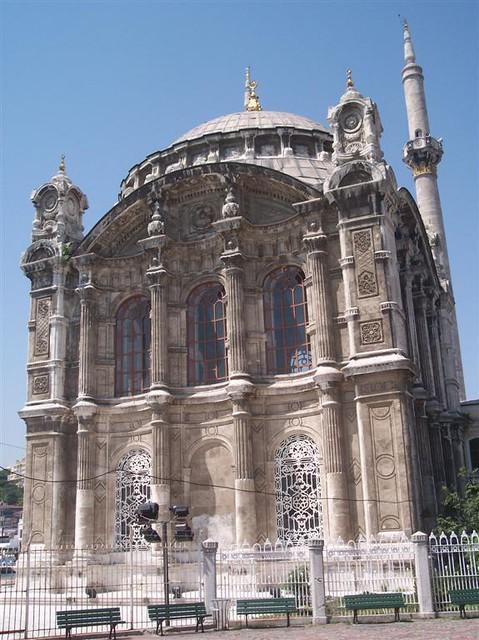 Büyük Mecidiye Camii (Sultan Abdülmecid) Explorando la zona de Ortakoy en Estambul - 2527699540 84d28878e8 z - Explorando la zona de Ortakoy en Estambul