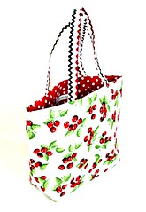 pink(0.0), bag(1.0), art(1.0), pattern(1.0), shoulder bag(1.0), handbag(1.0), tote bag(1.0),