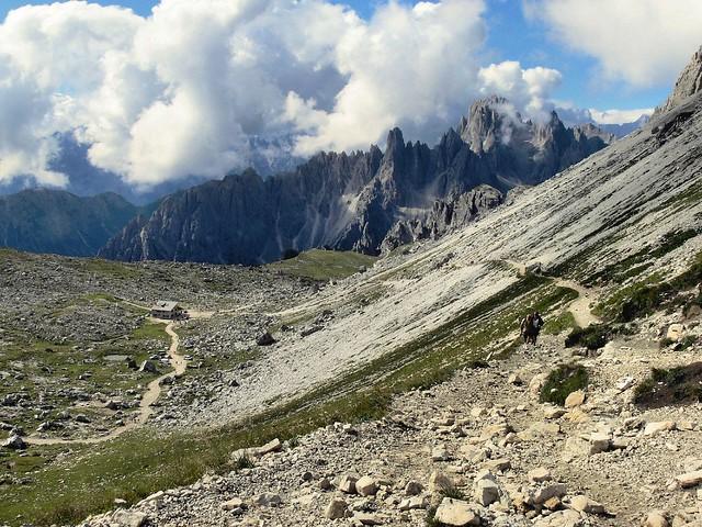 Entorno de las Tres Cimas de Lavaredo, Las Dolomitas, Los Alpes Orientales de Italia