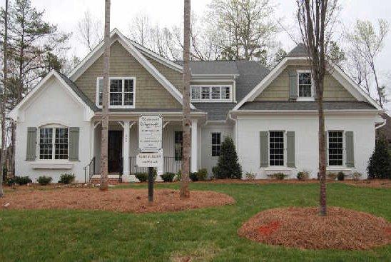 Grey stucco homes for Stucco and siding combinations