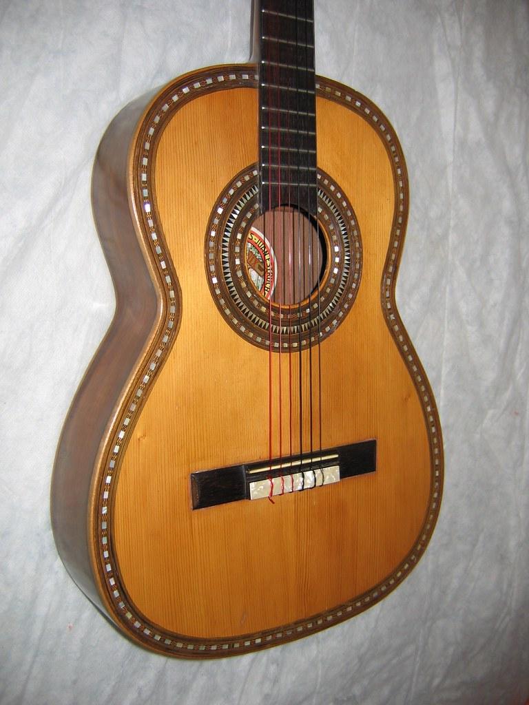 Vendo antigua guitarra juan estruch del 1900 for Guitarras barcelona