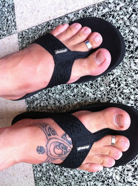 Please tell me wich toe ring your prefer on my feet and on wich toe...