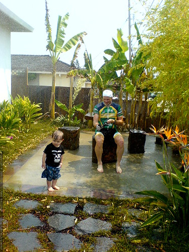 a fully dressed grandpa jeff joins sequoia in the sprinklers   DSC01196